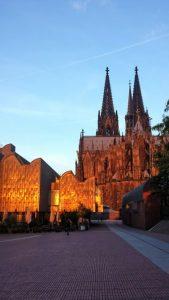 Kölner Dom und Museum Ludwig im Abendlicht