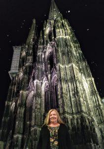 Vor dem Kölner Dom bei Nacht
